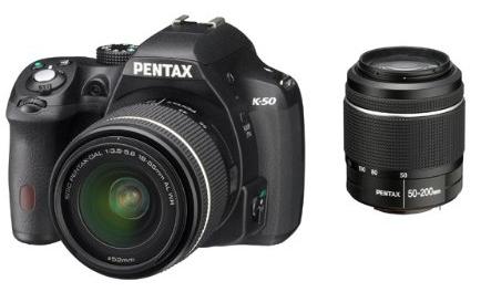 DSLR-Kamera Pentax K-50 (inkl. 18-55mm & 50-200mm Objektive) bei Amazon Frankreich um 505,75 € - 14% Ersparnis