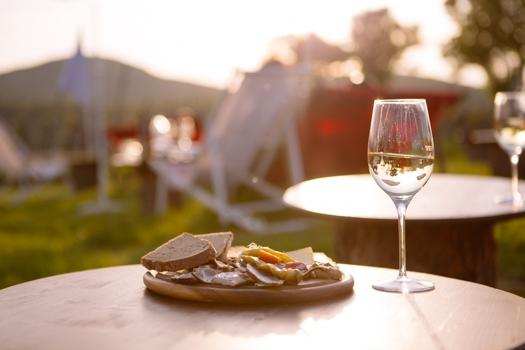 (Wien) Ab 1,50 € mit UBER zum Heurigen + GRATIS Glas Wein + 10 € Guthaben