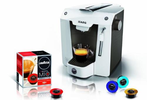 Espressomaschine AEG Favola LM 5100 mit 80 Lavazza-Kapseln für 39 €