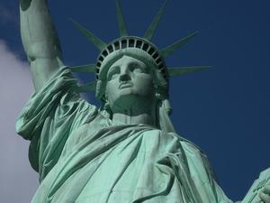 Hin und zurück: Frankfurt - NewYork für 267€, Frankfurt - Singapur für 438€