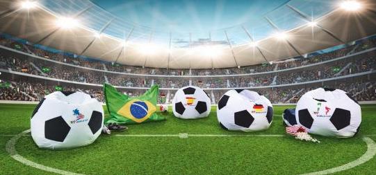 Fußball-Sitzsack um 15 € bei Mömax inkl Versand - 50% Ersparnis