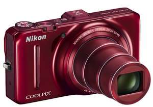 Nikon Coolpix S9300 Digitalkamera in rot für 157 € bei Amazon UK - 24% Ersparnis
