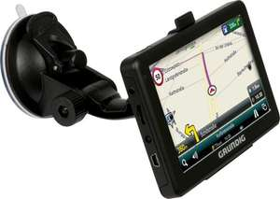 [Möbelix] Grundig Automative M5 Navigationsgerät + Glas für 40,39€