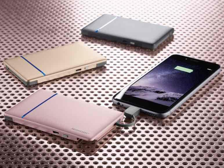 3000mAh Powerbank + 2 integrierte Kabel zum Laden externer Geräte: Lightning und Micro-USB