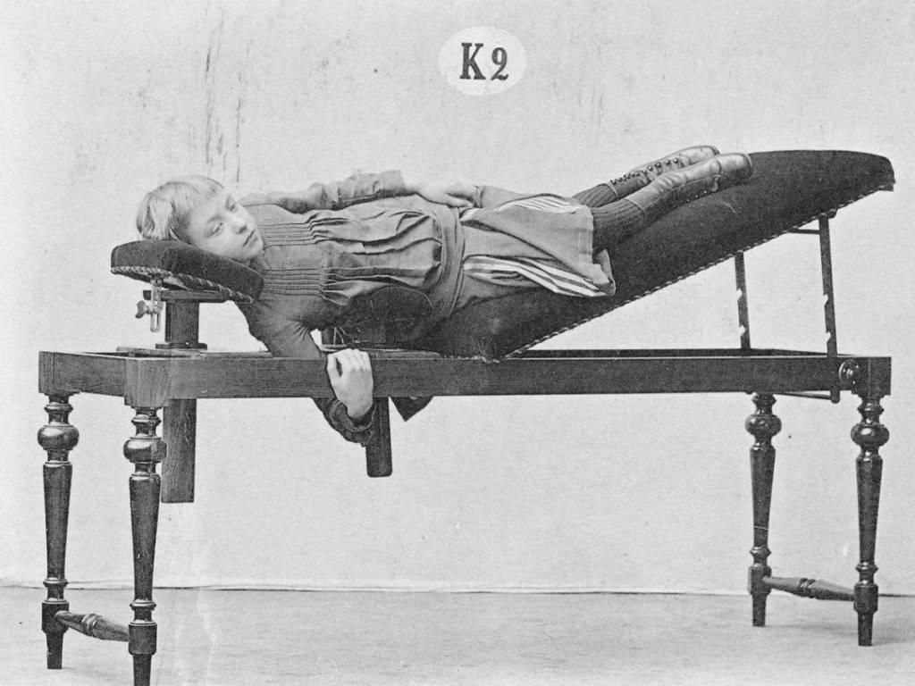 [Möbelix] Fitnessgeräte (Laufband, Crosstrainer, etc.)