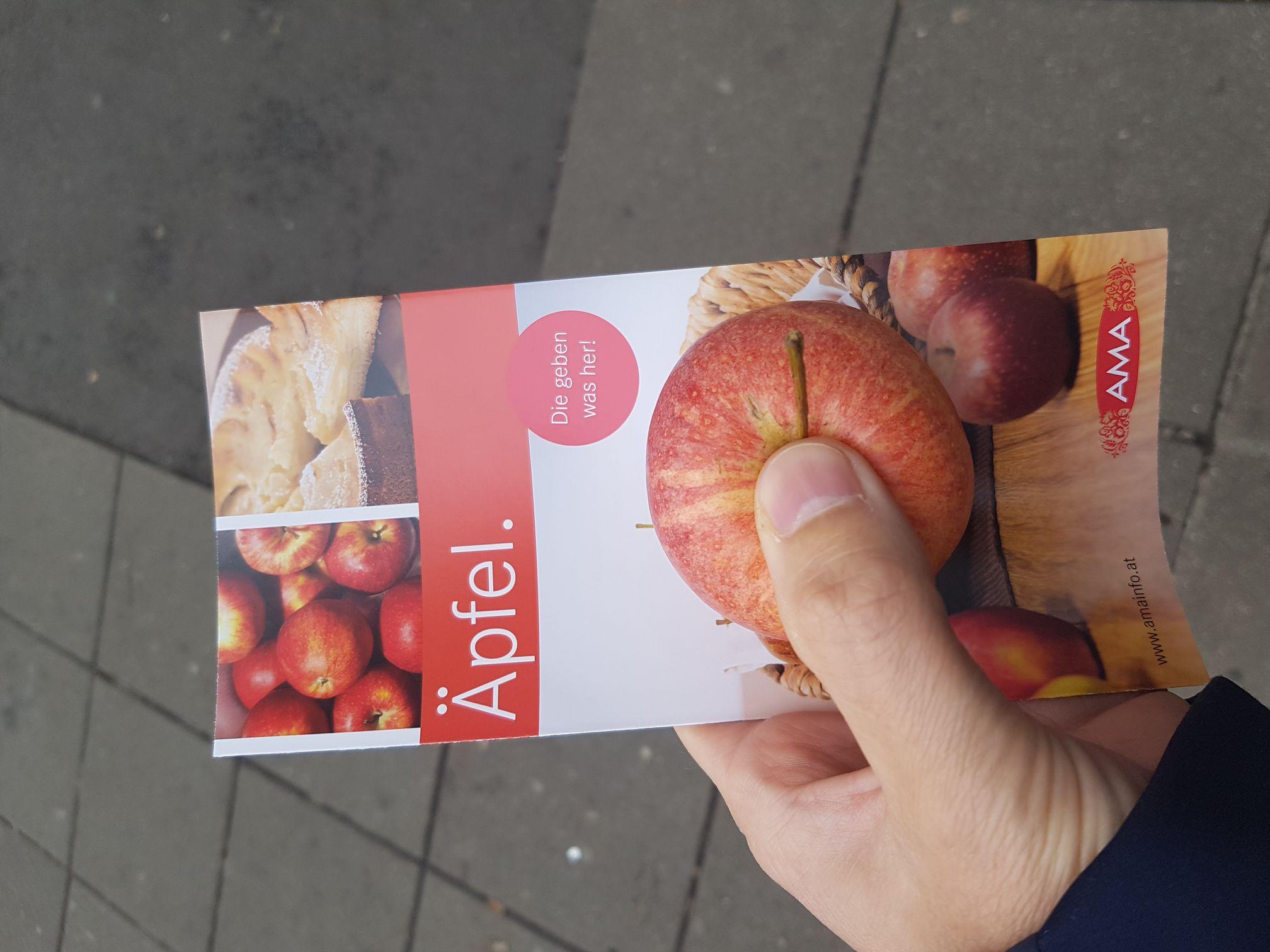 Gratis Apfel am Schwedenplatz (Wien)