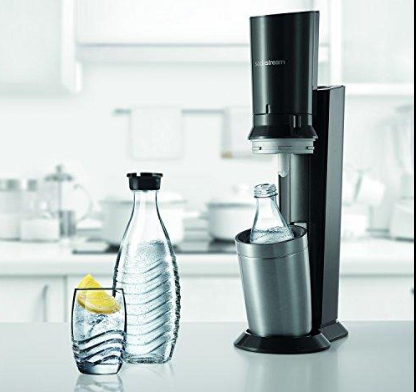 SODASTREAM Wassersprudler Crystal 2.0, schwarz + 2. Glaskaraffe + 1x 60L Zylinder