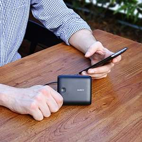 AUKEY Powerbank 10000mAh für 9,99€ & 20000mAh für 19,99€ mit Micro-USB Ladekabel [Amazon Prime]