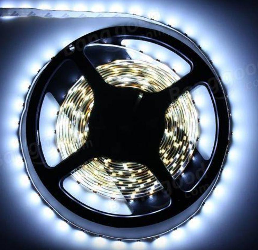 [banggood] 5 Meter kaltweiße LED Streifen