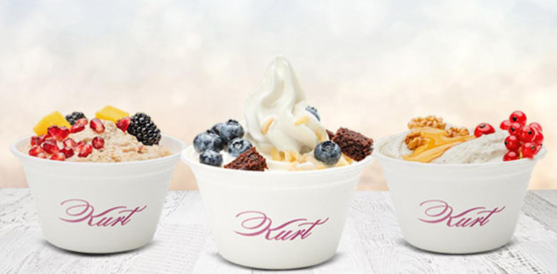 """""""Kurt"""": 2x Frozen Yogurt + 3 Toppings + 2x Heißgetränk"""
