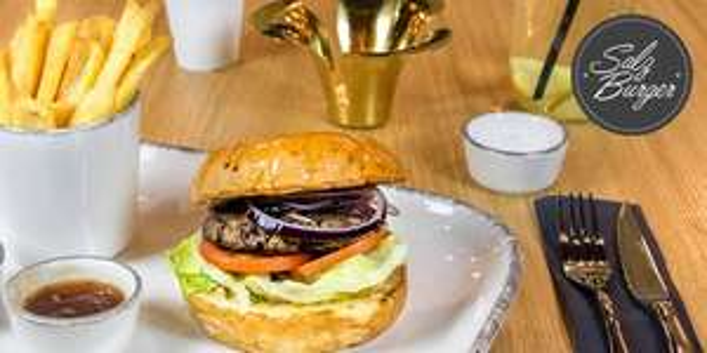 """""""Salz und Burger Wien"""": Burger + Beilage + Soße + Dessert + Heißgetränk - für 2 Personen"""