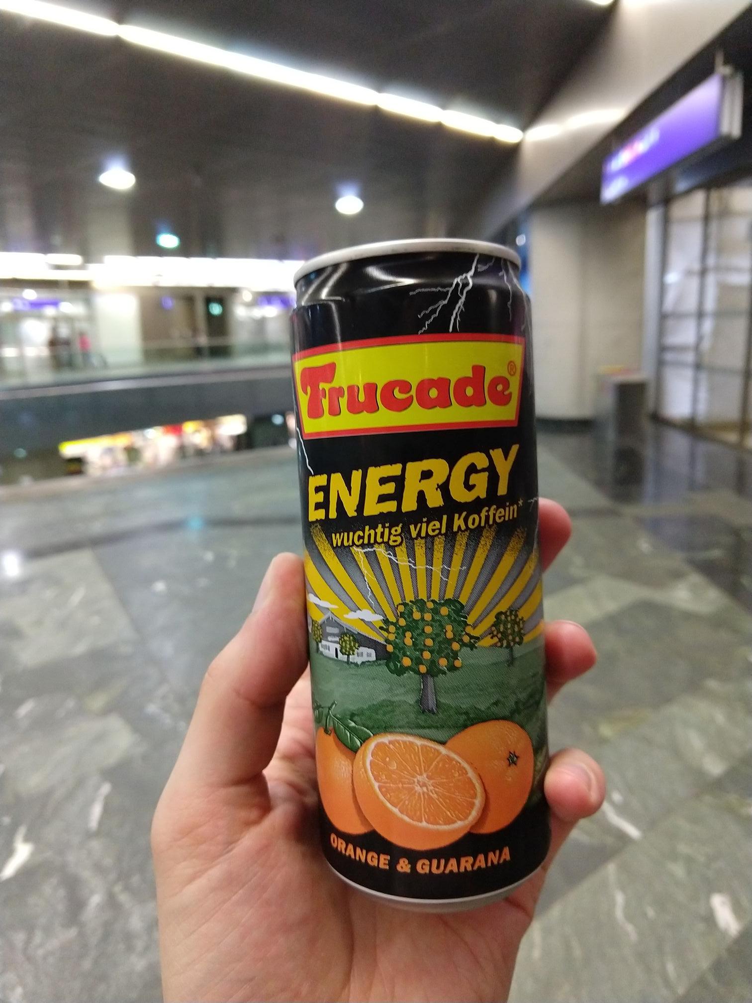 Frucade Energy 0,33l @Wien Hbhf