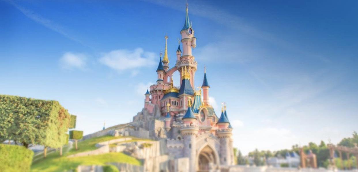 Disneyland mit FROZEN Celebrations 1 Übernachtung im 4* Hotel für 2 Personen inkl. Eintritt für beide Parks (Januar - Februar)