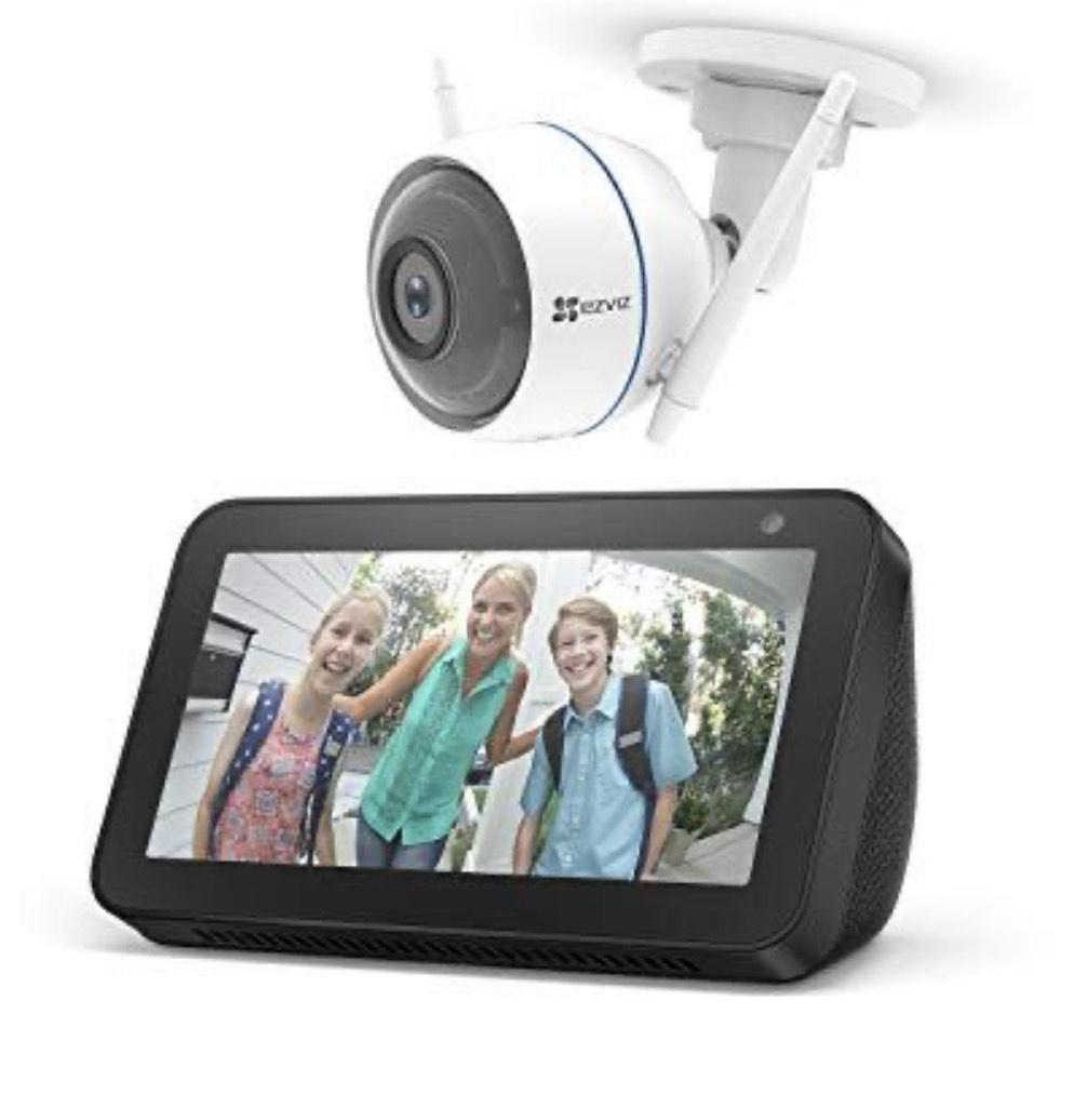 Echo Show 5, Schwarz + EZVIZ ezTube 1080p Überwachungskamera