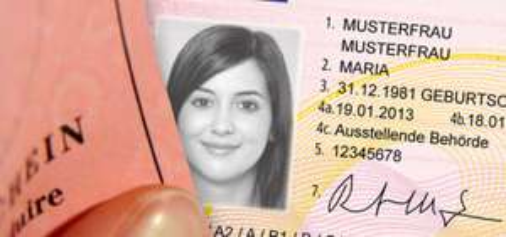 (Schwechat) Gratis Öffi-Ticket nach freiwilliger Führerscheinabgabe