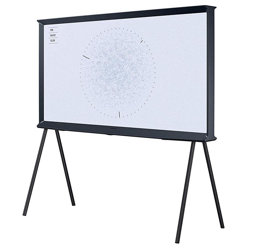Samsung The Serif QE55LS01RB UHD TV auf Stelzen