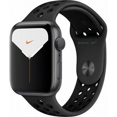 Apple Watch Series 5 GPS 44mm Grey Aluminum Case mit NIKE Sport Band Black WOW