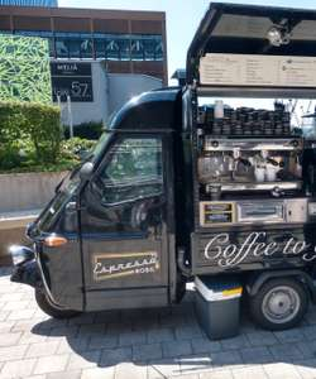 Gratis Eiskaffee vor dem DC Tower