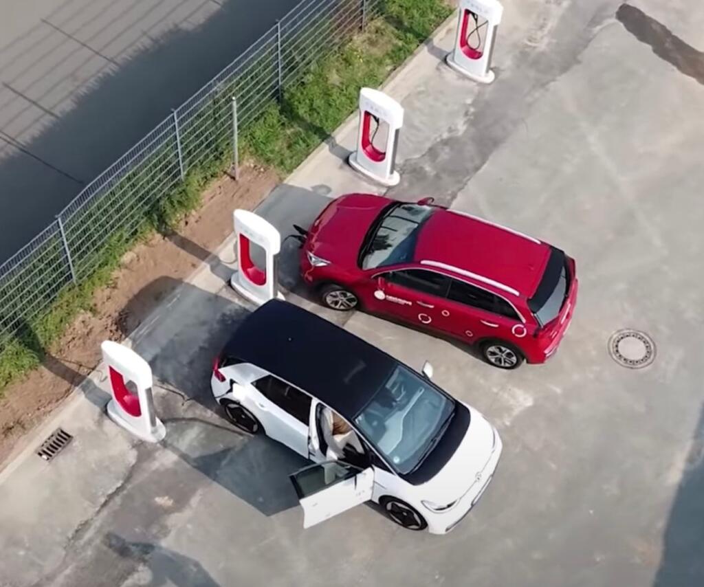 GRATIS Auto Strom Tanken bei Tesla Ladesäulen für ALLE - Softwarefehler