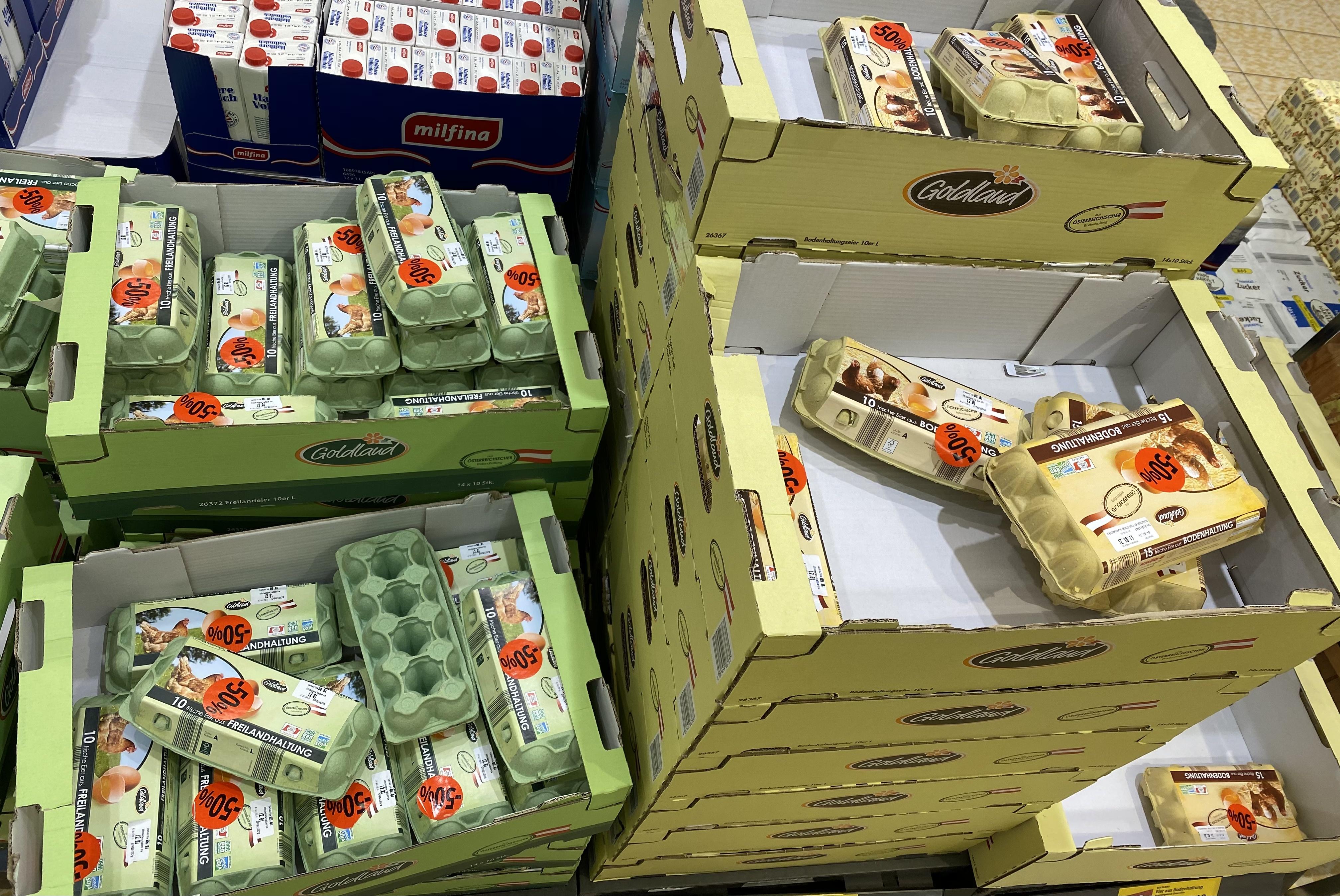 [lokal] Hofer Brixlegg, Alle Eier -50%, Kistenweise