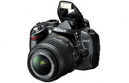 Digitale Spiegelreflexkamera Nikon D3000 für 299 € bei Saturn - 11% Ersparnis