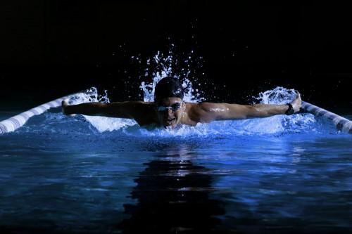 """Garmin """"Swim"""" Schwimm-Uhr um 90 € - bis zu 24% sparen"""