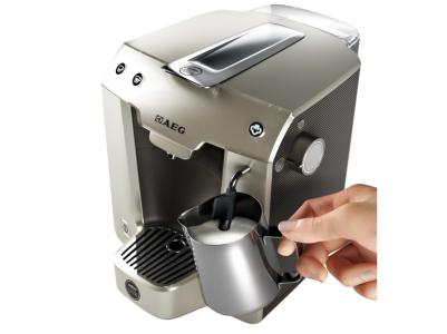 AEG Espresso-Kaffeekapselautomat inkl Milchaufschäumer um 39 € - bis zu 42% sparen